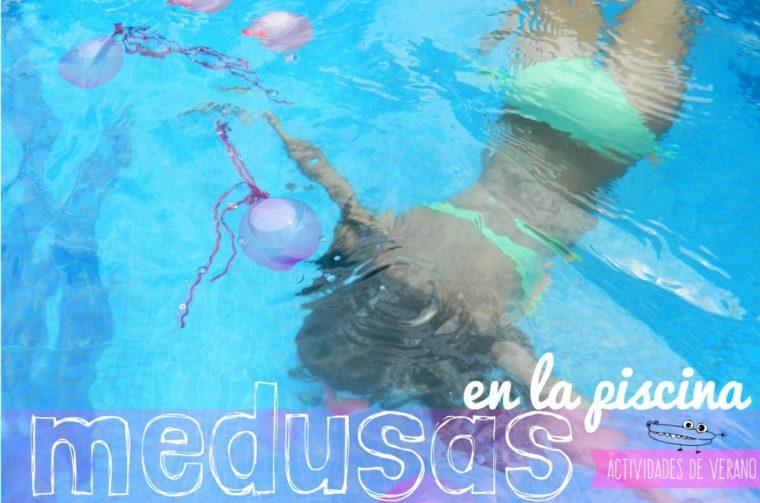 Juego de medusas en la piscina
