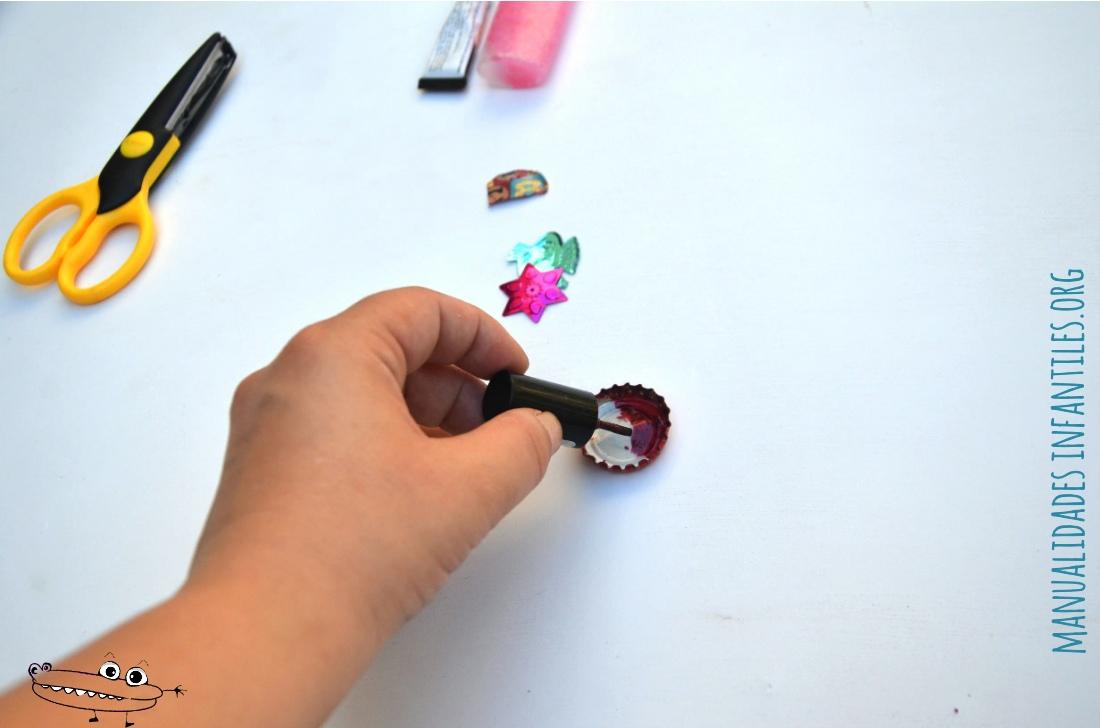 como hacer un anillo con chapas