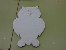 recortar la forma del buho en el carton