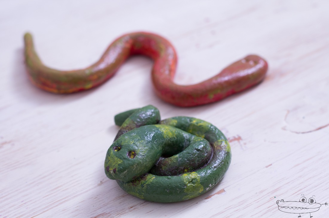 Serpientes con pasta de sal
